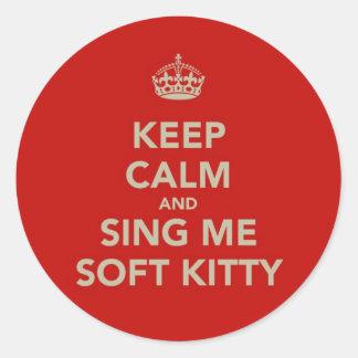 Guarde la calma y cánteme el gatito suave pegatina redonda