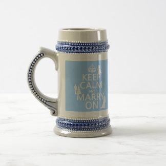 Guarde la calma y cásese en (cualquier fondo del jarra de cerveza