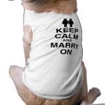 Guarde la calma y cásese encendido - ropa de mascota