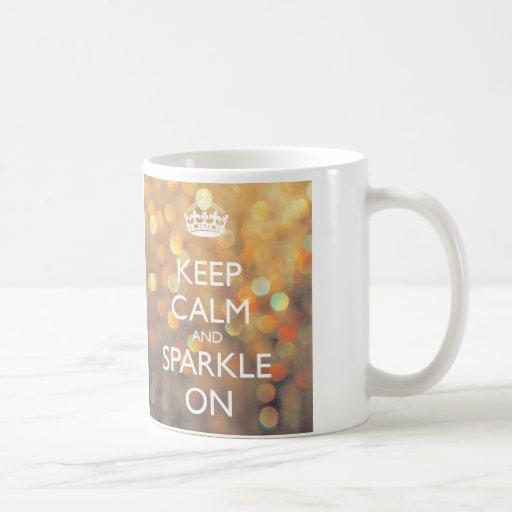 Guarde la calma y chispee en la taza