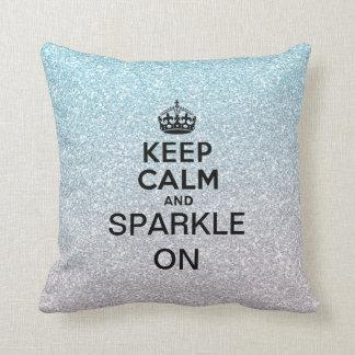 Guarde la calma y chispee encendido almohadas