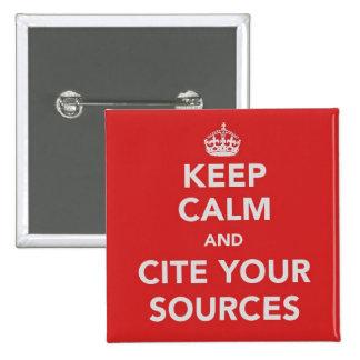 Guarde la calma y cite su botón de las fuentes pin cuadrado