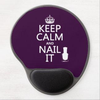 Guarde la calma y clávela (el esmalte de uñas) alfombrilla con gel