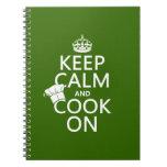 Guarde la calma y cocine en (los colores adaptable libretas espirales
