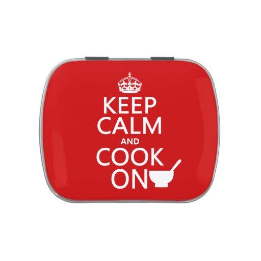 Guarde la calma y cocine en (los colores del perso latas de dulces