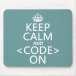 Guarde la calma y <Code> En - todos los colores Tapetes De Ratón
