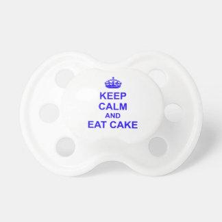 Guarde la calma y coma la torta chupete de bebé