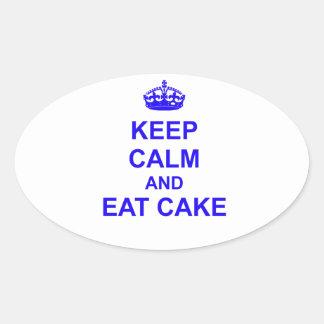 Guarde la calma y coma la torta pegatina ovalada