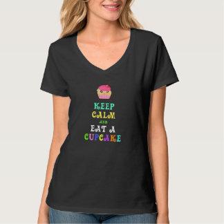 Guarde la calma y coma una camiseta para mujer remera