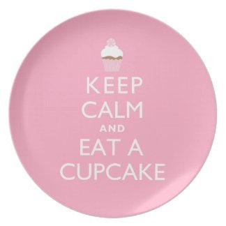 Guarde la calma y coma una magdalena {el rosa} plato de comida