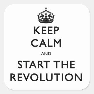 Guarde la calma y comience la revolución pegatina cuadrada