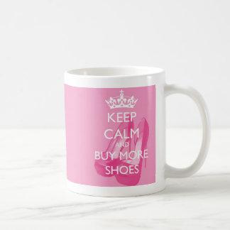 Guarde la calma y compre más taza de los zapatos
