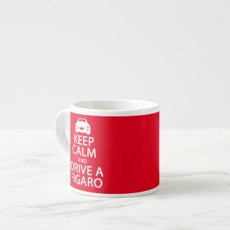 Guarde la calma y conduzca una taza del expresso taza espresso