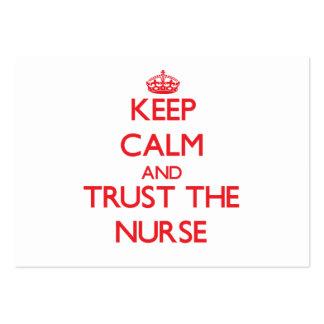 Guarde la calma y confíe en a la enfermera tarjetas de visita grandes