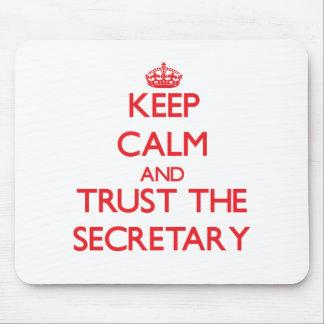 Guarde la calma y confíe en a la secretaria alfombrillas de raton