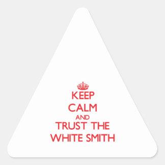 Guarde la calma y confíe en a Smith blanco Calcomanías Trianguloes