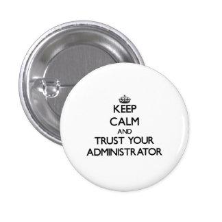 Guarde la calma y confíe en a su administrador pin redondo 2,5 cm