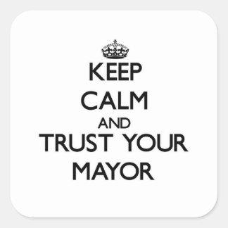 Guarde la calma y confíe en a su alcalde pegatina cuadrada