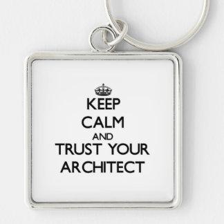 Guarde la calma y confíe en a su arquitecto llavero cuadrado plateado