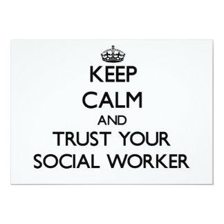 Guarde la calma y confíe en a su asistente social invitacion personal