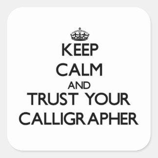 Guarde la calma y confíe en a su calígrafo pegatina cuadrada