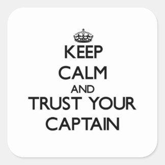 Guarde la calma y confíe en a su capitán pegatinas cuadradases personalizadas