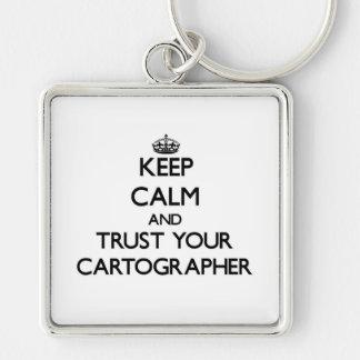 Guarde la calma y confíe en a su cartógrafo llavero cuadrado plateado