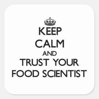 Guarde la calma y confíe en a su científico de la pegatina cuadrada