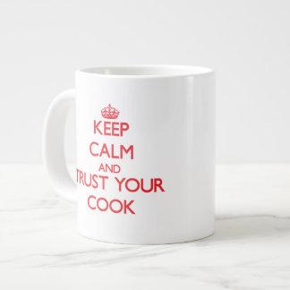 Guarde la calma y confíe en a su cocinero tazas jumbo