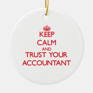 Guarde la calma y confíe en a su contable ornamentos para reyes magos