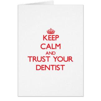 Guarde la calma y confíe en a su dentista tarjeta de felicitación