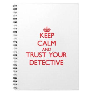 Guarde la calma y confíe en a su detective libretas espirales