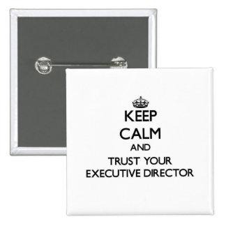 Guarde la calma y confíe en a su director pin cuadrado