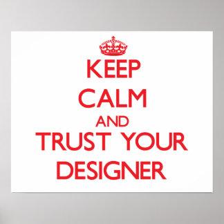 Guarde la calma y confíe en a su diseñador posters