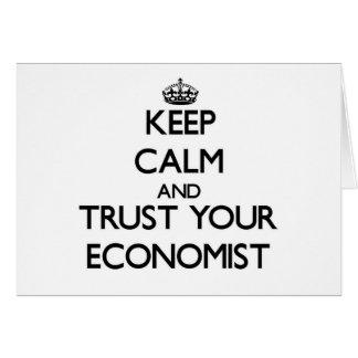 Guarde la calma y confíe en a su economista tarjeta pequeña