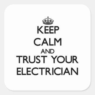 Guarde la calma y confíe en a su electricista pegatina cuadrada