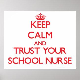 Guarde la calma y confíe en a su enfermera de la e posters
