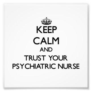 Guarde la calma y confíe en a su enfermera psiquiá impresión fotográfica
