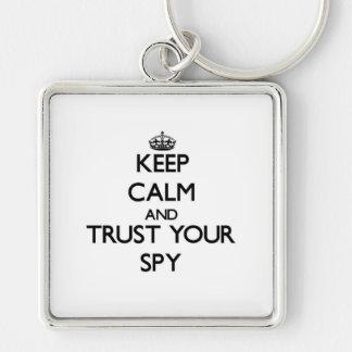 Guarde la calma y confíe en a su espía llavero personalizado