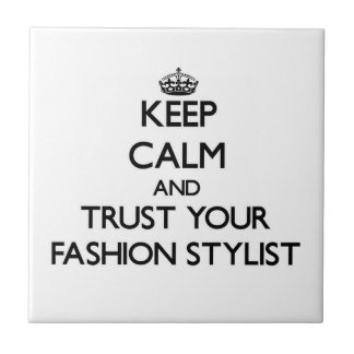 Guarde la calma y confíe en a su estilista de la m tejas