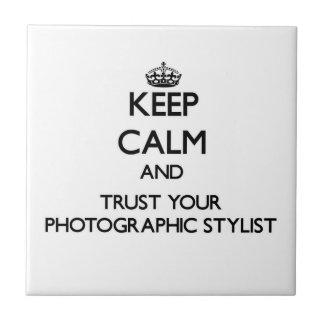 Guarde la calma y confíe en a su estilista fotográ azulejo