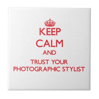 Guarde la calma y confíe en a su estilista fotográ teja cerámica