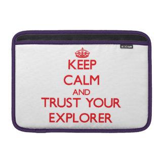 Guarde la calma y confíe en a su explorador fundas macbook air