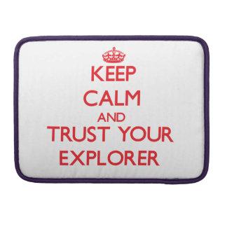 Guarde la calma y confíe en a su explorador fundas macbook pro