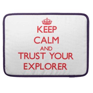 Guarde la calma y confíe en a su explorador funda para macbooks
