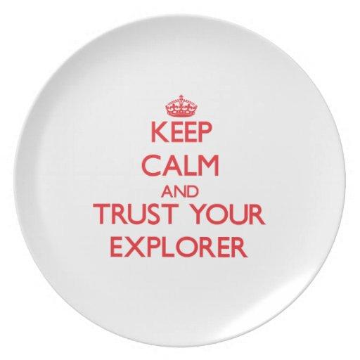 Guarde la calma y confíe en a su explorador platos