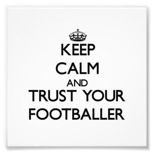 Guarde la calma y confíe en a su futbolista fotografia