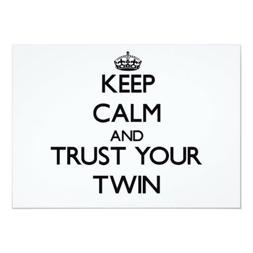 Guarde la calma y confíe en a su gemelo invitación 12,7 x 17,8 cm
