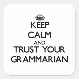 Guarde la calma y confíe en a su gramático calcomanías cuadradass