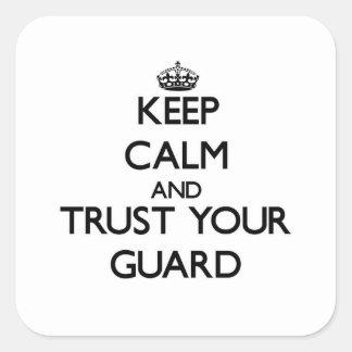 Guarde la calma y confíe en a su guardia colcomania cuadrada